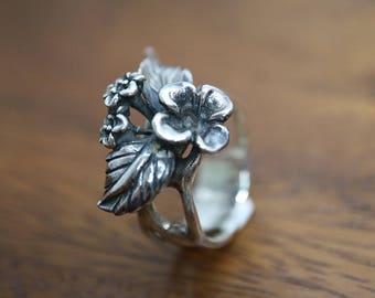 Vintage sterling silver floral ring
