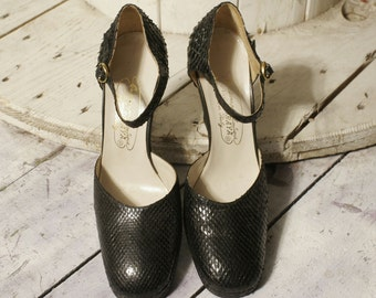 Vintage shoes Mary Jane in genuine snake skin. New deadstock measure 38
