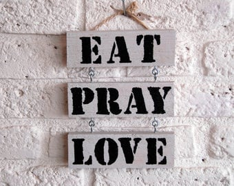 Wooden text board 'Eat pray Love'