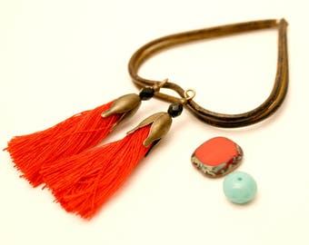 2 pom poms, red, Black Pearl, Bronze