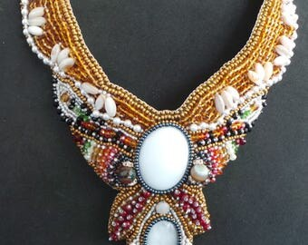 Bib with white gold cabochon necklace