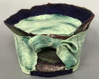 Hat with Lichen-Green Bow