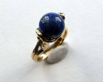Yellow gold ring with lapis lazuli