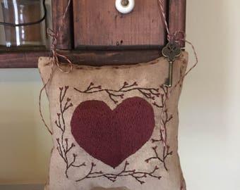 Heart hanging pinkeep