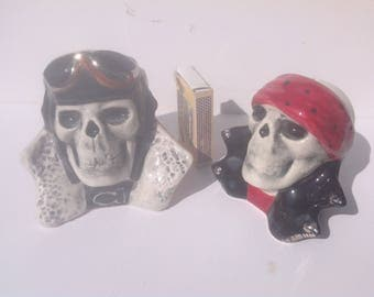 Salt and pepper skulls set.