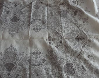 Antique table tablecloth embroidered echo hand