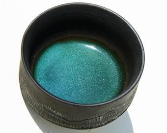 Yunomi teabowl black stoneware carved with turquoise glaze