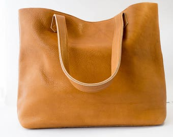 Leather tote in Camel / Tan