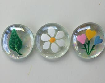 Comfort Stone- leaf,daisy,heart bouquet