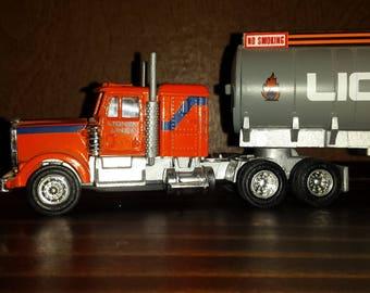 """Lionel """"O"""" Scale Die Cast Tanker Truck, 18 Wheeler."""