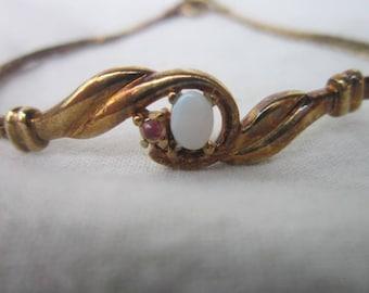 Vintage Gold Tone Fancy Bracelet with Faux Fire Opal