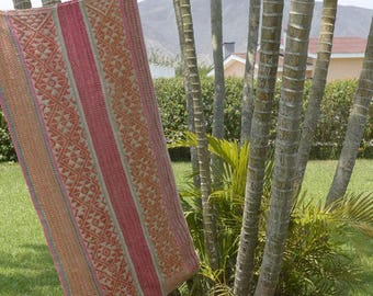 Carpet / ethnic blanket, made entirely by hand by Peruvians in the Andes