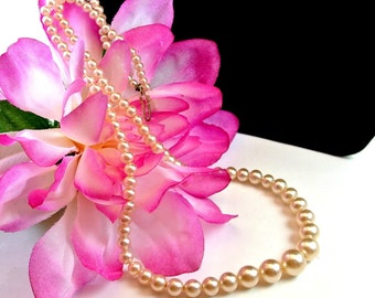 Off White Pearl Necklace, Vintage Pearl Bead Necklace, 17 inch Faux Pearl Necklace, 1960 Bead Necklace, Gift For Her