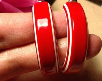 Runway 1960s Mod Vintage Large Red White Laminate Lucite Hoop Earrings Pierced Candy Cane Colors Plastic