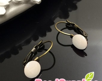 FN-ER-03040OW-Nickel Free, antique brass, Kidney Earwire with 8mm glue on pad,off white, 4 pairs