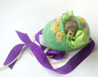 Spring Egg Toy: Sweet Something in 'Fresh' (Silk and Wool Hollow Egg with Playsilk and Hedgehog)