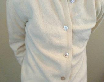 Vintage 60s creamy white Glasgo wool & rabbit hair cardigan ~ retro ~ rockabilly