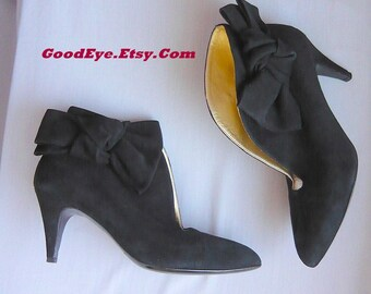 Vintage High Heel BOWTIE Ankle Boots / size 6 B  Eur 36 .5 UK 3 .5 /  Black Suede Leather Pumps Gold Lining / Made Italy B. Muller Booties