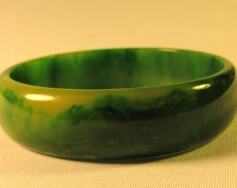 Vintage Green Spinach and Yellow Marbled Bakelite Bangle Bracelet..Free Shipping!