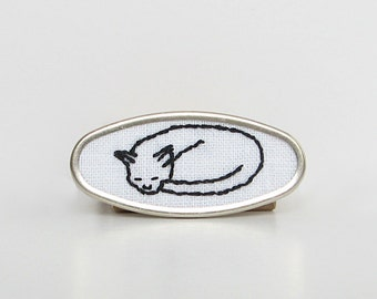 Cat brooch, sleeping cat pin, cat lover's brooch, embroidered jewelry, black cat white cat brooch, feline jewelry, pussycat brooch