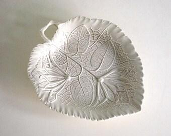 Wedgwood Honeysuckle Tray, Williamsburg Restoration Dish, Vintage Pin Tray, Fine Art Ceramic Leaf, Off White Salt Glaze, Jewelry Holder