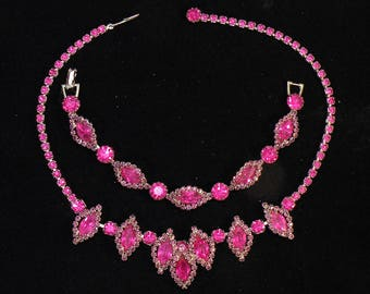 Vintage-jewelry-Weiss-rhinestone-necklace-and-bracelet-set-RARE-raspberry color mint condition
