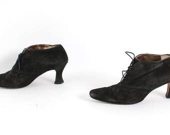 size 8.5 VICTORIAN black suede leather 80s 90s WITCHY lace up high heel ankle booties