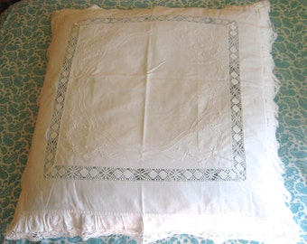 linen and lace shams . vintage  german linen shams . white linen shams with ruffles .  Set of Two  . 1930s
