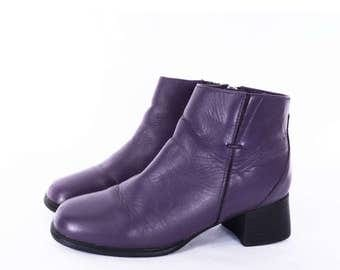 90's PURPLE ankle boots // chelsea booties // leather zip up chunky heel // women's size 6