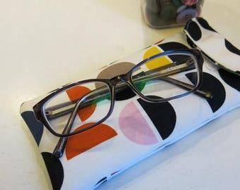 Sunglasses/glasses case in geometric circle print
