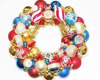 Vintage Ornament Christmas Wreath Holiday Red White Blue