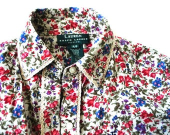 Peasant vintage 90s cxtton blouse witha wild , multicolor , tiny flowers print. Made by Ralph Lauren.Size Small.