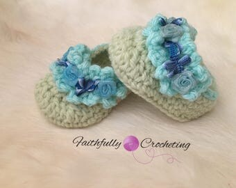 Newborn girl booties... spring and summer shoes.. crocheted booties.. ready to ship
