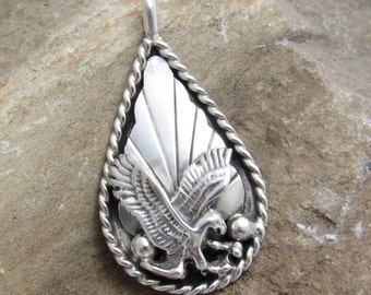 Sterling Navajo Pendant Eagle in Flight Vintage Silver Ray Jewelry C7641