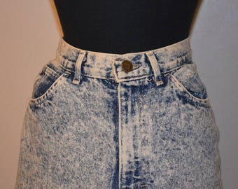 80s 1980s  acid wash denim mini skirt. Boujour international. Size 8 Made in the USA