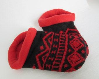 Red & Black Geo Print Slippers - Ladies Medium