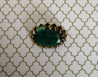 Vintage 1950s Emerald Glass Green Oval Prong Set Brooch Pin