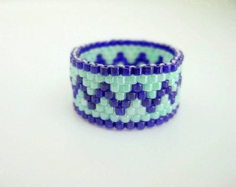 Peyote Ring /  Zig-Zag Ring / Seed Bead Ring in Blue and Green / Size 7 Ring / Beaded Ring / Beadwoven Ring / Delica Ring / Beadwork Ring