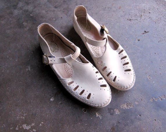 Leather Moccasins Tstrap DEXTER Sandals Off White Summer Flats Vintage Spring 1990s Huaraches Hipster Preppy Boho shoes Women size 9