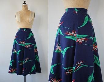 vintage 1970s skirt / 70s semi circle skirt / 70s novelty print skirt / 70s bird of paradise skirt / 70s navy blue skirt / 29 inch waist