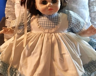 """Vintage Madame Alexander doll - 1977- """"Pussy Cat""""  crying doll - toy"""