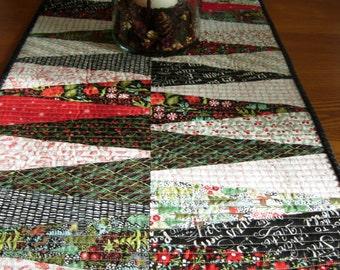 Juniper Berry Dresden Logs Christmas Table Runner, Basic Grey,Christmas Table Topper