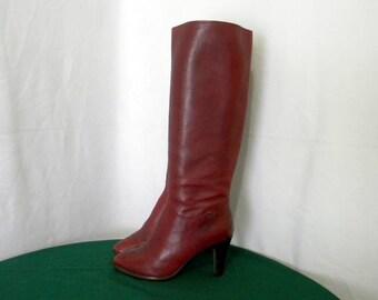 Etienne Aigner Vintage 1980s Sz 7.5m tall burgundy zip up women high heel boots.