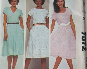 Pull over Dress with Neck line Options Medium Mccalls 7572