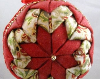 Quilted Chrismas Ornament - Red and Gold 108