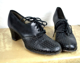 RARE RARE Vintage 1940s 40s Lace Up Nurse WWII Cross Uniform Perforated Leather Heels Pumps Shoes