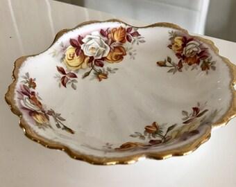 Vintage Royal Albert Lenora (1962) Small Shell Shaped Bowl