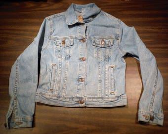 LJ223 Girls Levis Strauss Signature Button Up faded Blue Denim 4-Pockets Trucker Styled denim Jacket sz XL (20 % DISCOUNT APPLIED)