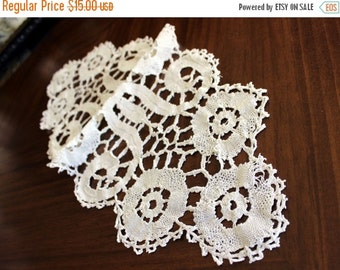 Lace Table Runner Off White, Short Centerpiece, Lace Linens 13677