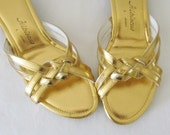40% OFF SALE Vintage 1970's Shoes / Hibiscus Hawaiian Sandals / Size 6 Ladies Heels Gold Sandals Shoes